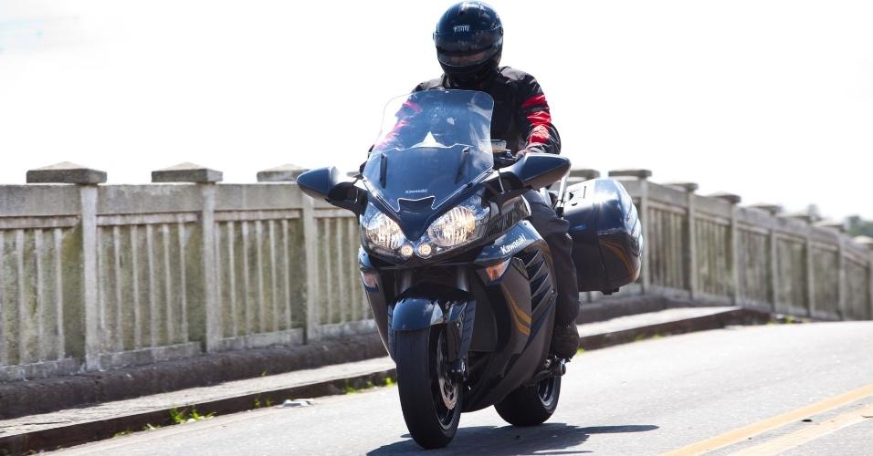 Disponível apenas na cor preta (foto), a nova Kawasaki Concours 14 cobra alto pelo desfile: seu preço sugerido de R$ 74.990