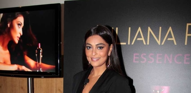 Juliana Paes lanou perfume com seu nome em um hotel em So Paulo (16/7/12)