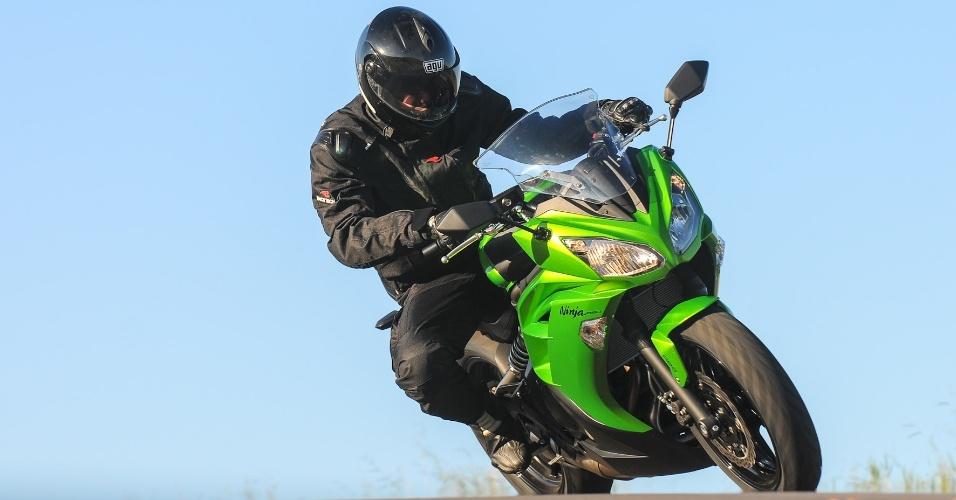 Mesmo não sendo uma motocicleta que visa o lado esportivo, como a própria Kawasaki diz, a nova Ninja 650 faz curvas com estilo