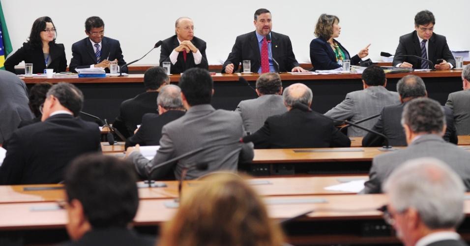 17.jul.2012 - A Comissão Mista de Orçamento aprovou na tarde desta terça-feira (17) o texto-base da LDO (Lei de Diretrizes Orçamentárias) 2013, que estabelece as metas e prioridades da administração federal para o próximo ano