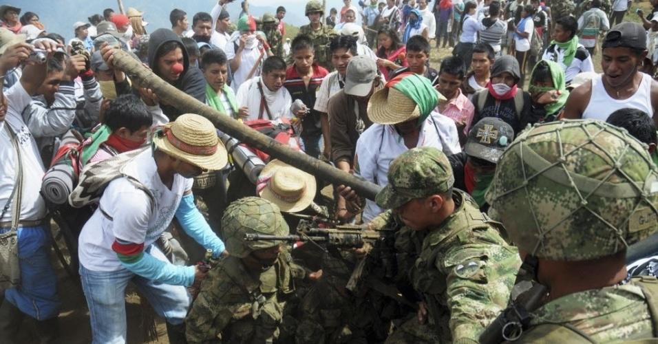 Ndios Enfrentam Militares Na Col Mbia Fotos Uol Not Cias