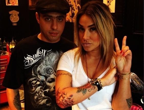 Dani Bolina publica foto de nova tatuagem (17/7/12)
