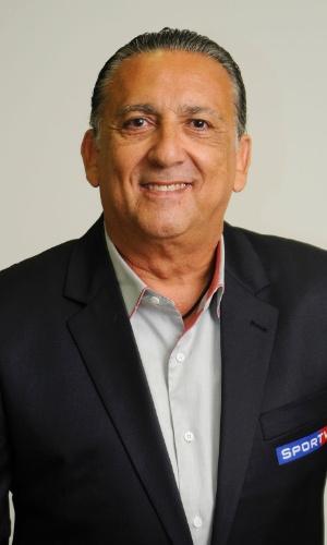 Galvão Bueno posa para foto com o terno do Sportv, para a cobertura dos Jogos Olímpicos em Londres