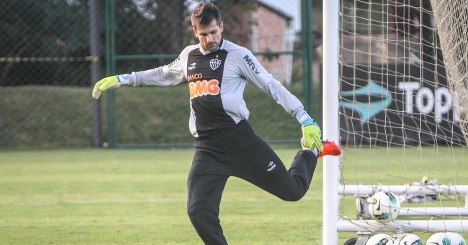 Goleiro Victor durante treino do Atlético-MG na Cidade do Galo (17/7/2012)