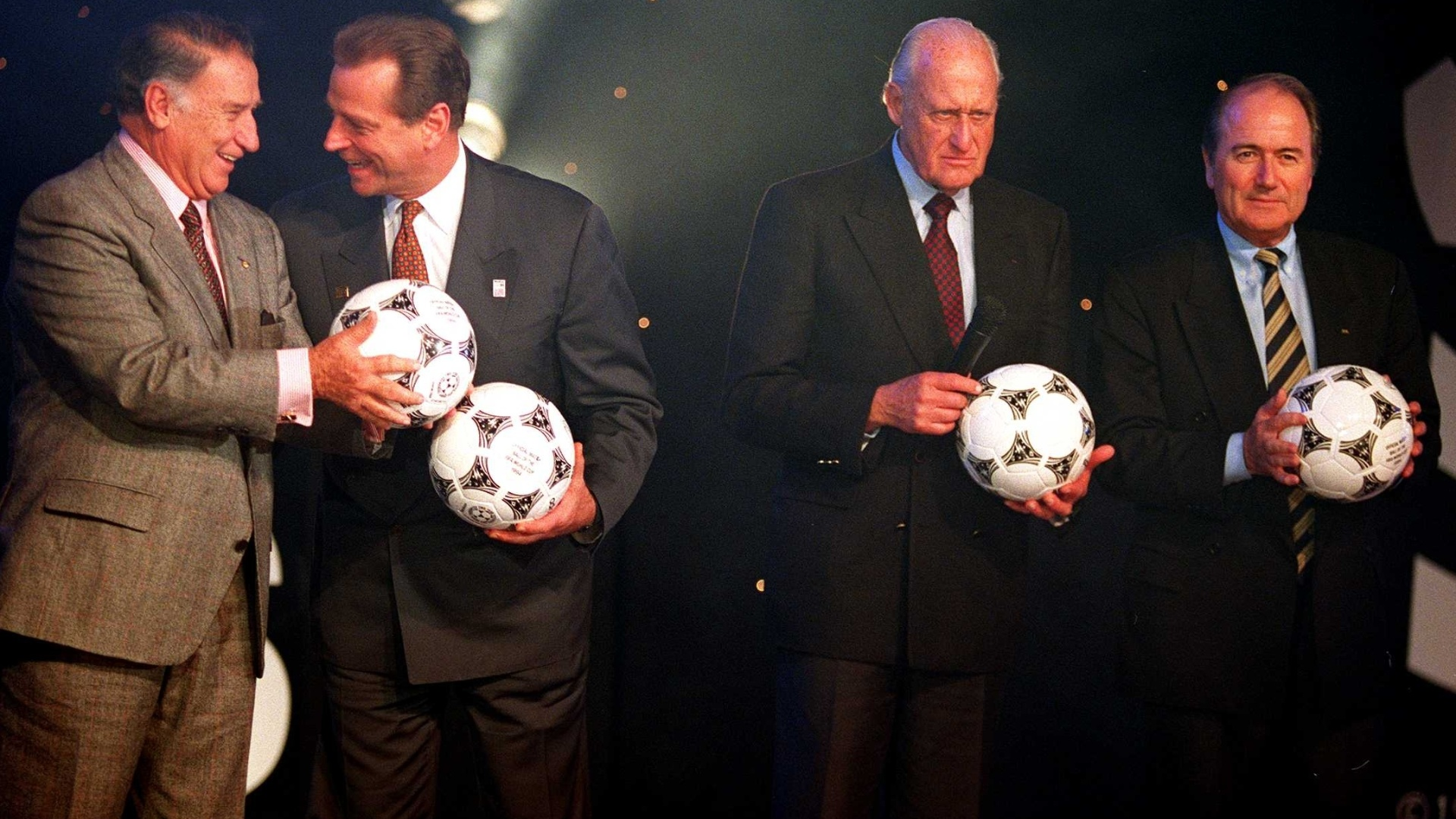 Joo Havelange, ento presidente da Fifa, e Joseph Blatter, atual mandatrio, em envento da Copa de 1994