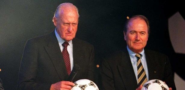 João Havelange, então presidente da Fifa, e Joseph Blatter, atual mandatário, na Copa