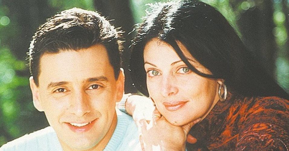 """Paulo Salgado e Sônia Lima, apresentadores do programa """"Espaço Magazine"""" (30/4/2000)"""