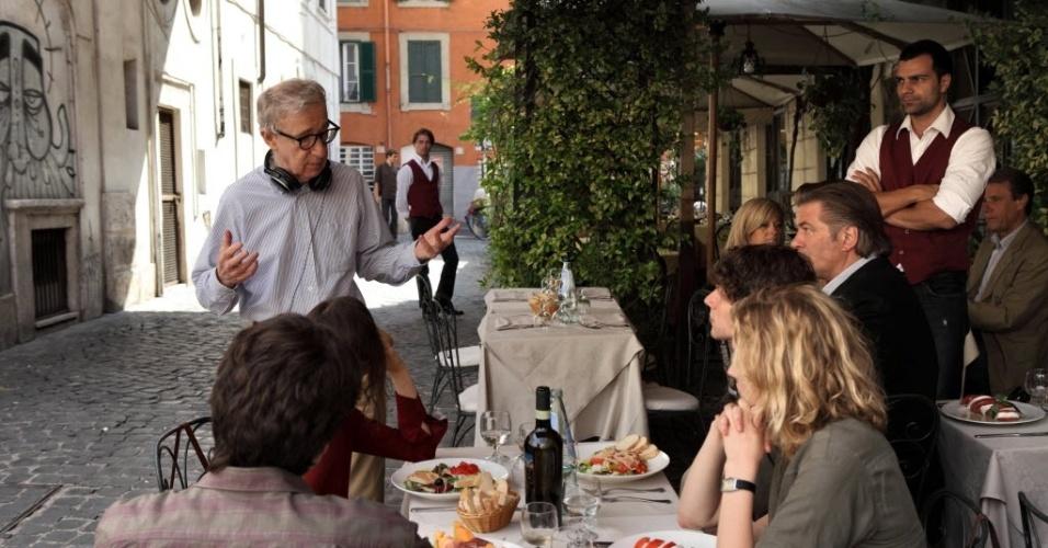 Woody Allen conversa com elenco de
