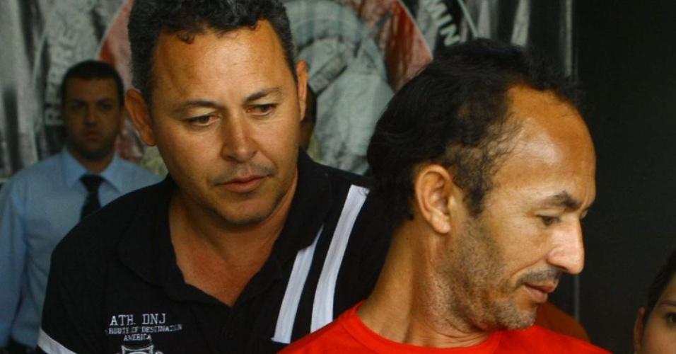 18.jul.2012 - Jailson Alves Oliveira, 42, testemunha do caso Bruno e que havia fugido da cadeia, foi recapturado em Guanhães, Minas Gerais. Ele havia fugido do Centro de Remanejamento de Presos São Cristóvão
