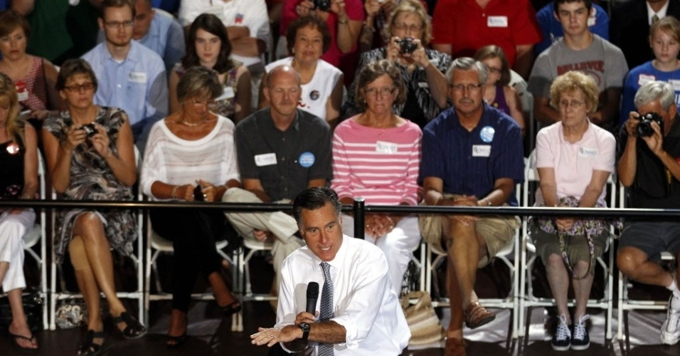 """18.jul.2012 -  Mitt Romney, candidato republicano às eleições presidenciais dos Estados Unidos, fala para plateia, em Bowling Green, Ohio. Recente pesquisa do jornal """"New York Times"""" aponta empate técnico entre Barack Obama e Mitt Romney"""
