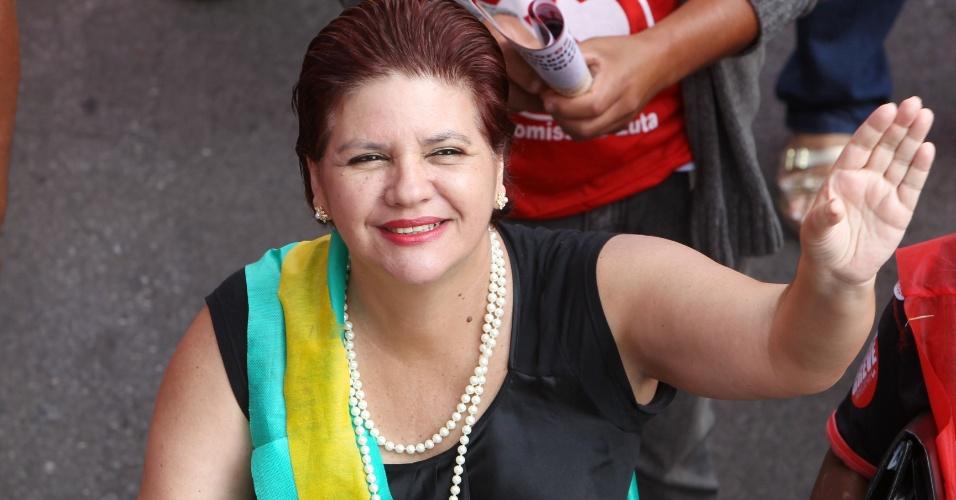18.jul.2012 - Manifestante se veste de Dilma Rousseff durante Marcha dos Servidores Públicos Federais realizada nesta quarta-feira, em Brasília. A categoria reivindica reajustes salariais ao funcionalismo público