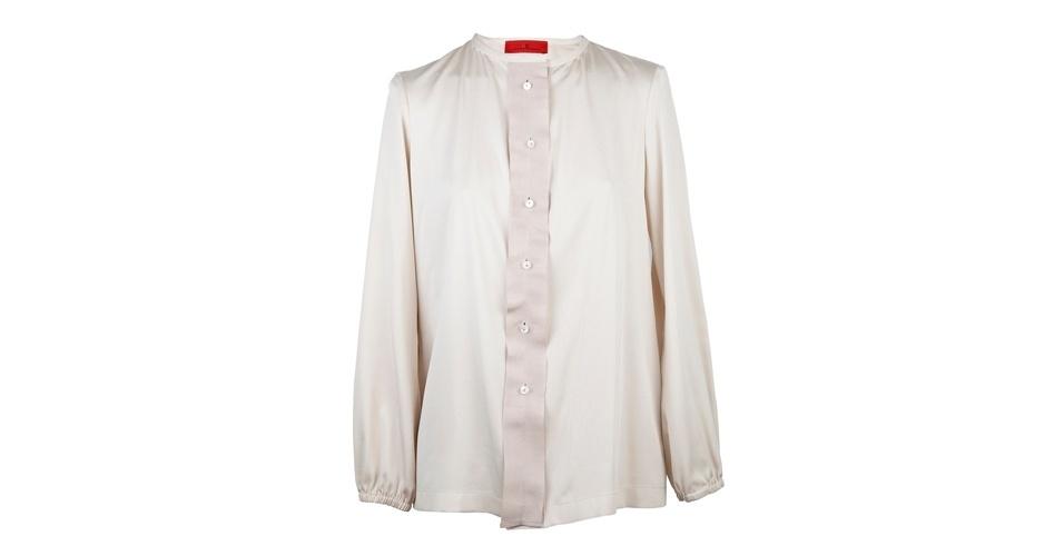 As camisas de seda estão em alta! Camisa; de R$ 1.020 por R$ 765, na Carolina Herrera (Tel.: 11  3552-7777). A liquidação da marca vai até o dia 15 de agosto e os descontos chegam a 60%. Preço pesquisado em julho de 2012 e sujeito a alterações