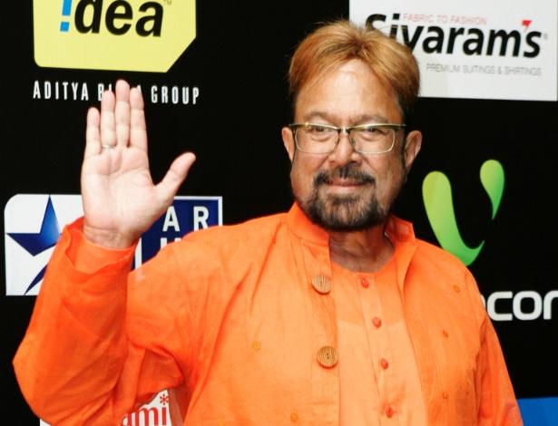 Ator Rajesh Khanna posa em tapete de festival internacional de filmes indianos (13/6/09)