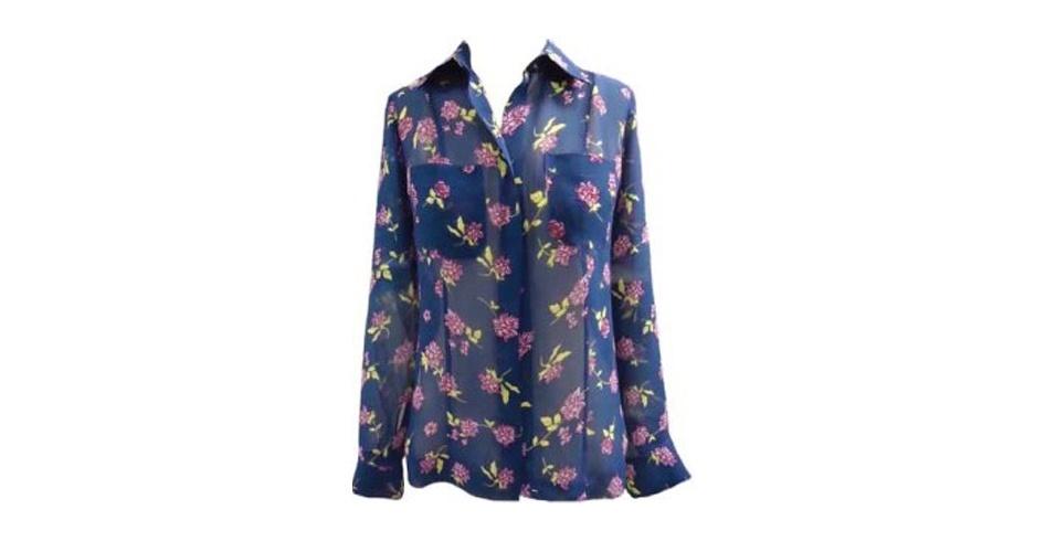 Camisas de seda estampadas estão na moda entre as mulheres ligadas em moda. Camisa; de R$ 546 por R$ 273, na Fillity (Tel.: 11 3744-2354). A liquidação da marca vai até o dia 5 de agosto e os descontos chegam a 50%. Preço pesquisado em julho de 2012 e sujeito a alterações