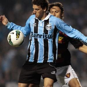 Elano comemorou a estreia com vitória contra o Sport diante da torcida do Grêmio na última quarta