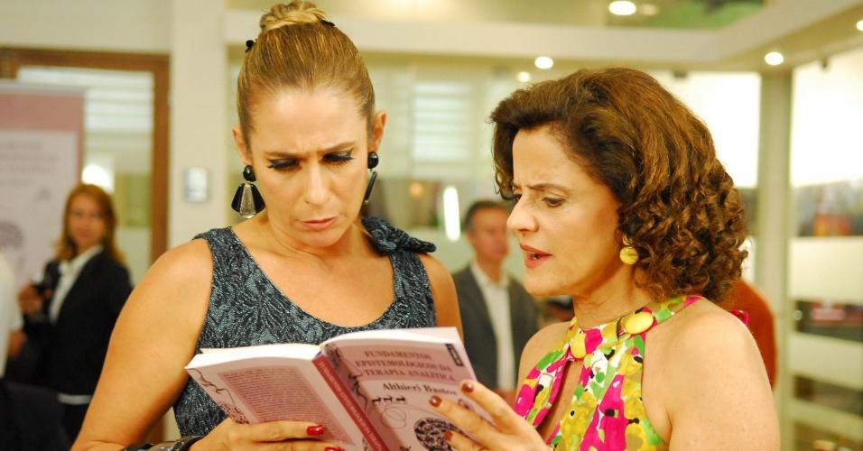 """Em """"A Grande Família"""" (2011), a cabelereira Marilda (Andréa Beltrão) era companheira fiel de Nenê (Marieta Severo)"""