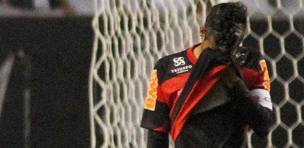 Lateral Léo Moura lamenta mais um problema na temporada deste ano pelo Flamengo
