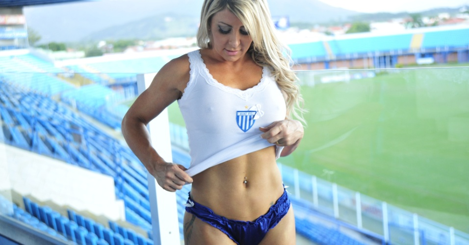 Lucianne Hoppers &#233; a Bela da Torcida do Ava&#237;