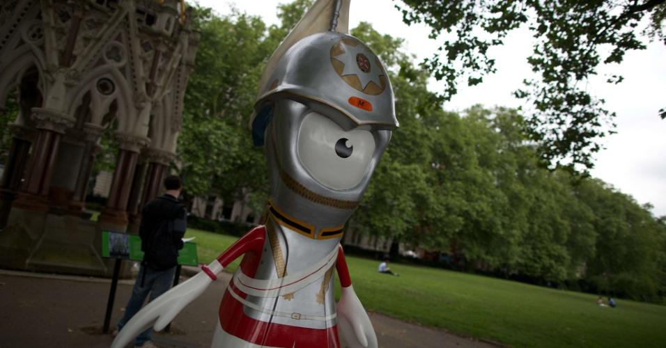 Na terça-feira, 83 esculturas gigantes dos mascotes da Olimpíada e da Paraolimpíada de Londres foram espalhadas pela capital britânica (17/07/2012)