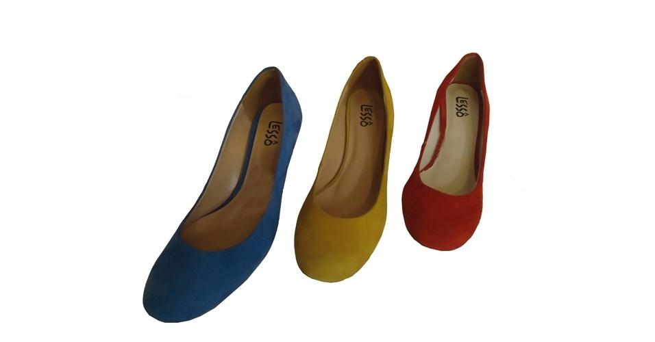 Scarpins são clássicos, invista nos modelos coloridos para o verão. Scarpins; de R$ 169,90 por R$ 118,90 cada, na Lessô (Tel.: 11 3522-5250). A liquidação da marca vai até o final do estoque e os descontos chegam a 70%. Preço pesquisado em julho de 2012 e sujeito a alterações