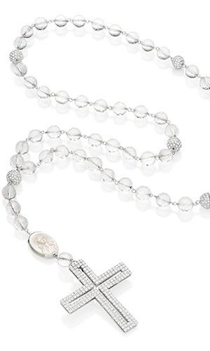 Terço com cristais, diamantes e ouro branco; por R$ 1.200 (o aluguel) na joalheria Emar Batalha (www.emarbatalha.com.br). Preço consultado em julho de 2012 e sujeito a alterações
