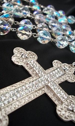 Terço de cristais tchecos; R$ 140 da Priscila Gamino (www.pritercosparanoivas.blogspot.com). Preço consultado em julho de 2012 e sujeito a alterações