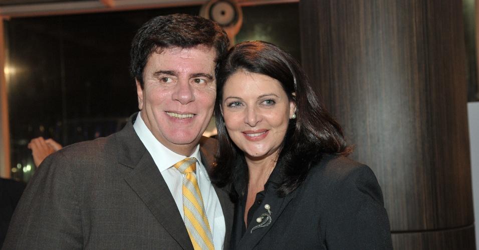 """Wagner Montes e Sônia Lima no lançamento da série """"Fora de Controle"""", da Record (maio/2012)"""