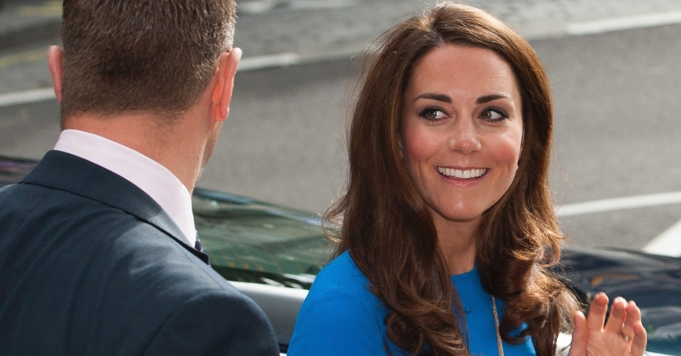 19.jul.2012 - A Duquesa de Cambridge, Kate Middleton, chega nesta quinta-feira (19) &#224; exposi&#231;&#227;o na &#34;The National Portrait Gallery&#34;, em Londres