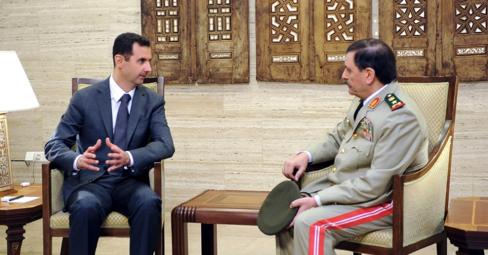 19.jul.2012 - O presidente s&#237;rio, Bashar al-Assad, se reuniu com seu novo ministro da Defesa, Fahad Jassim al-Freij, logo ap&#243;s a cerimonia de posse, realizada em Damasco