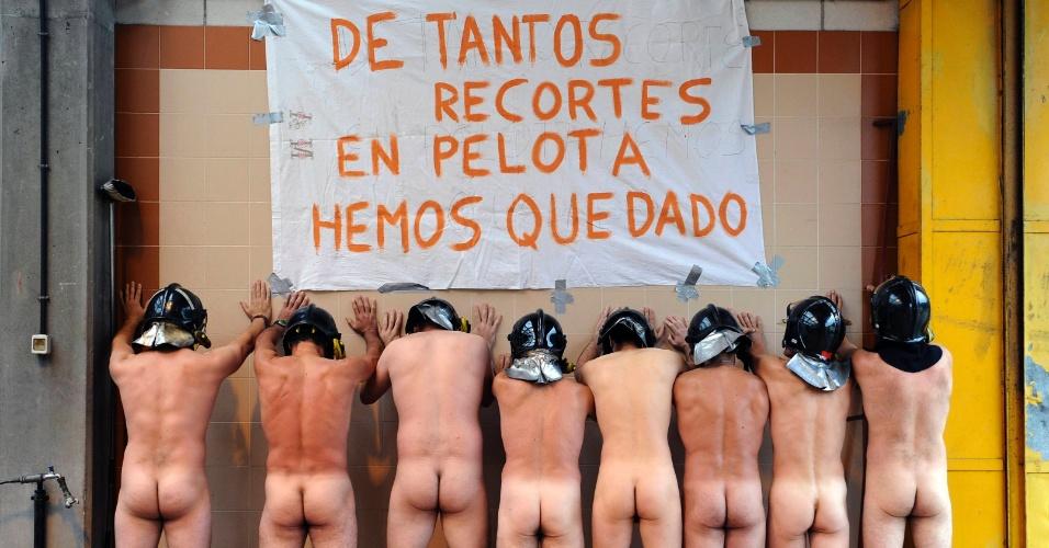 Resultado de imagem para bombeiros pelados na Espanha
