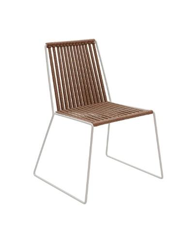 A cadeira Cordona, em corda náutica e inox, mede 46 cm por 46 cm por 44 cm. Está à venda na Missoni Home (www.missonihome.com.br) de R$ 6.474 por R$ 3.237, até o dia 31 de julho de 2012