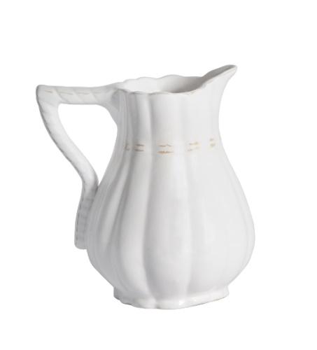 A jarra da Secrets de Famille (www.secretsdefamille.com.br) custa R$ 130 até o dia 31 de julho de 2012. O preço sem o desconto é de R$ 163