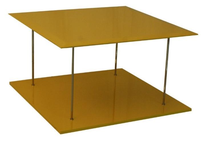 A mesa de centro Hanna, com verniz amarelo, está à venda na loja Empório Vermeil (11 3086-1551) por R$ 1.500 até o dia 31 de julho de 2012. O preço sem o desconto é R$ 2.115