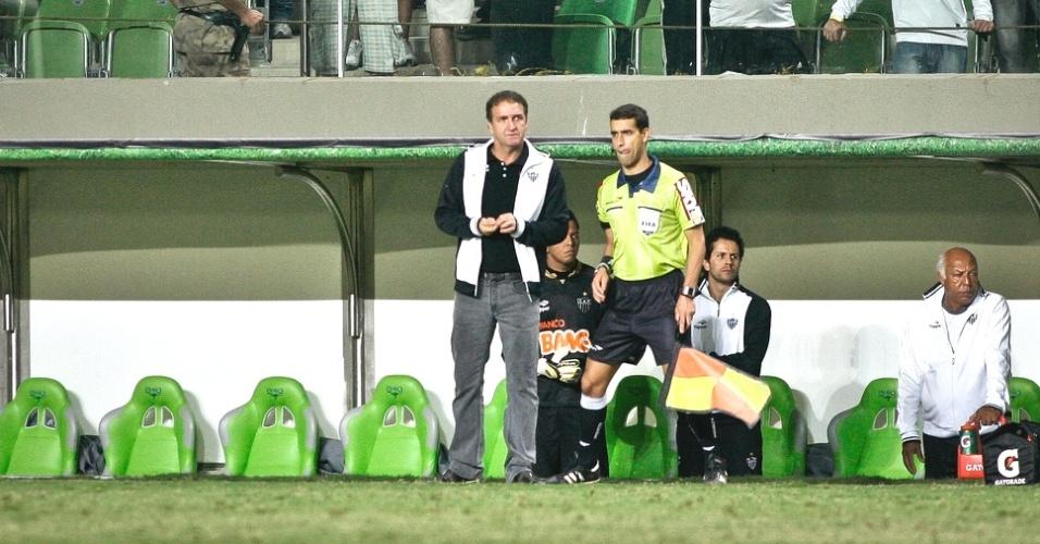 Cuca durante a vitória do Atlético-MG sobre o Internacional no Independência (18/7/2012)