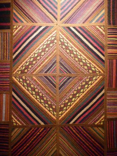 De lã, o tapete Patchwork Jadim está na promoção, de R$ 690 por R$ 490, na Tabriz Collection (11 3885-2370). O produto pode ser comprado com desconto de 22 de julho a 2 de setembro de 2012