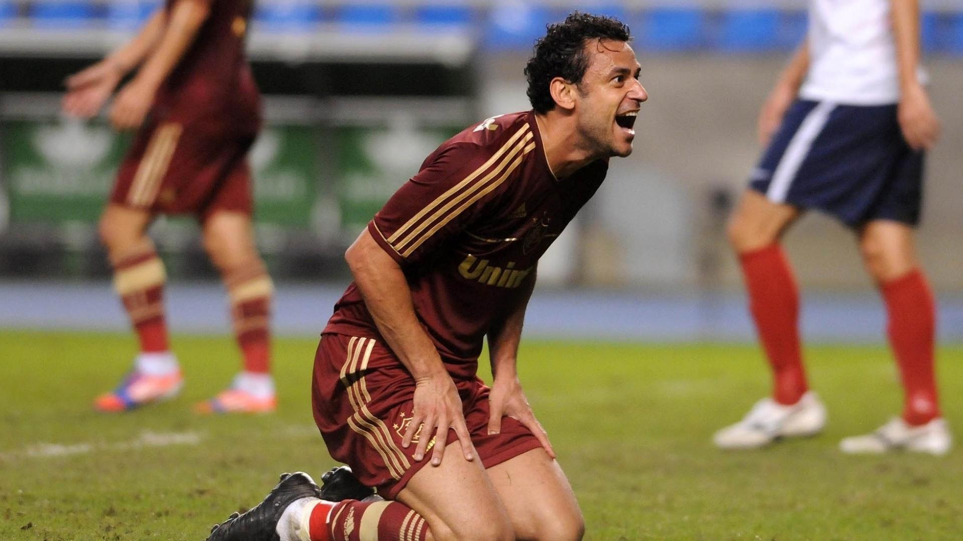 Fred reclama de lance no Engenhão em partida contra o Bahia nesta quinta-feira