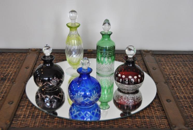 Na Casa Vostra (www.casavostra.com.br), o kit perfumeiros com cinco peças está à venda por R$ 256. O preço sem o desconto é de R$ 320. A promoção termina no dia 31 de julho de 2012