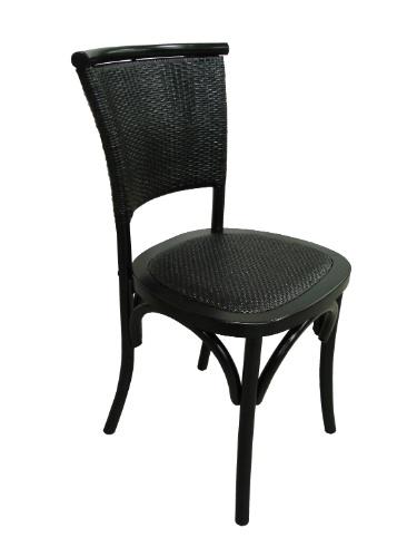Na Espaço Til (www.espacotil.com.br), a cadeira Cross está em liquidação, de R$ 840 por R$ 394. O móvel mede 50 cm por 55 cm por 80 cm e a promoção termina no dia 31 de agosto de 2012