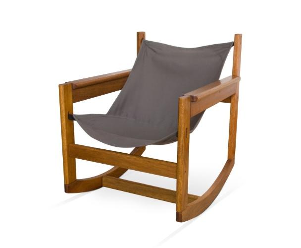 Na liquidação da Futon Company (www.futon-company.com.br), a poltrona Pelicano Balanço, de Michel Arnoult, de R$ 694 sai por R$ 416. O preço promocional é válido até dia 10 de agosto de 2012