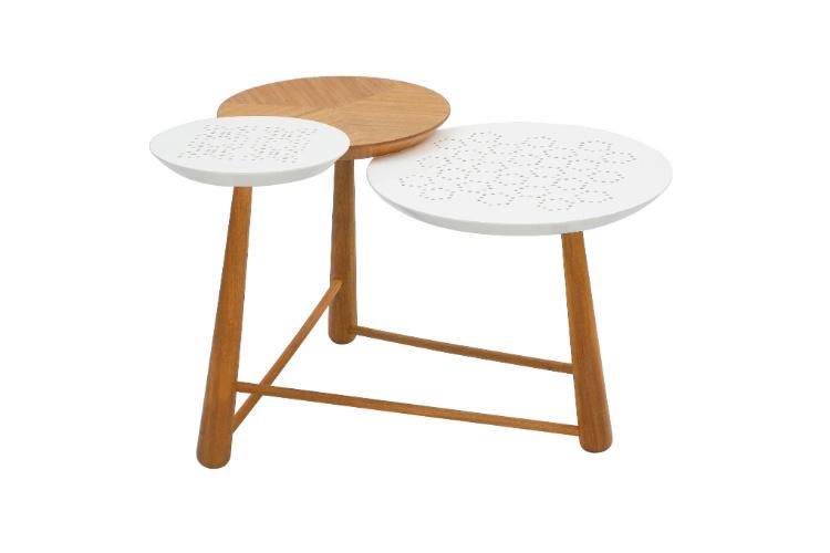 Na loja A Especialista (www.aespecialista.com), a mesa lateral 3 Graças (93 cm por 74 cm por 60 cm) de R$ 3.250 por R$ 2.375, na liquidação até o dia 31 de agosto de 2012