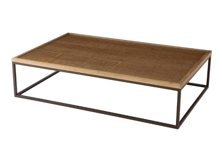 Na loja Monica Cintra (www.monicacintra.com.br), a mesa de centro Gio, de madeira cumaru, estampada com processo de ácido e ferro, está na promoção. De R$ 6.200 por R$ 4.300 até o dia 10 de agosto de 2012
