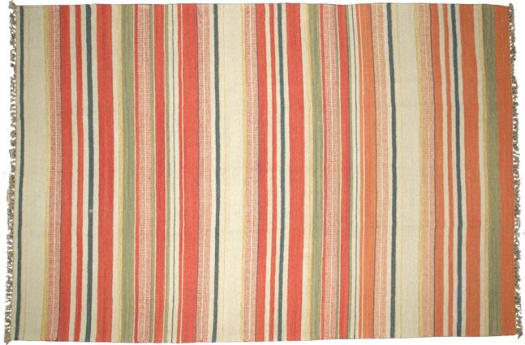 Na promoção da Tabriz Collection (11 3885-2370), de 22 de julho a 2 de setembro de 2012, o tapete Kilim Stripe, de lã e algodão, sai por R$ 169 o m². O preço sem o desconto é R$ 250
