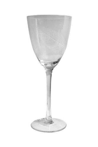 O conjunto com seis taças de vinho, da linha Penas, é feito de vidro e pode ser comprado de R$ 195 por R$ 110, na Tania Bulhões Home (www.taniabulhoeshome.com.br). O preço promocional é válido até o dia 8 de agosto de 2012