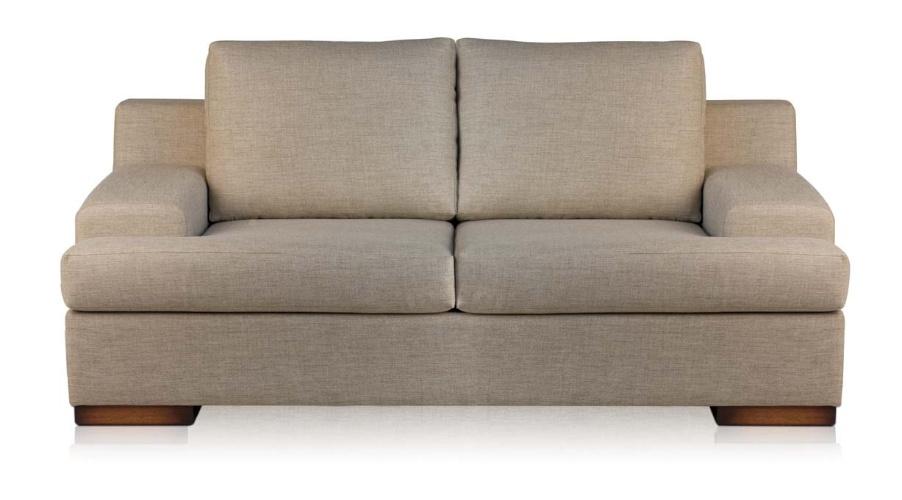 O sofá Marly, de dois lugares, é revestido em tecido, com base dos assentos em mola, e mede 1,84 m por 1, 01 m por 85 cm. O móvel está na promoção, de R$ 7.073 por R$ 2.120 na Sierra SP (www.sierra.com.br), até o dia 31 de julho de 2012