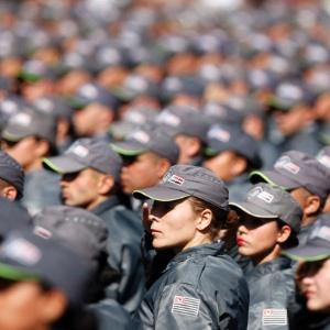 Policiais militares participam de cerimônia de formatura no centro de São Paulo