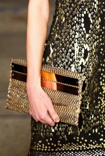 A bolsa da Sacada é um bom exemplo de como as tramas de palha podem ajudar a criar acessórios sofisticados