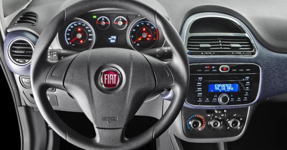 O interior do Punto 2013 (o carro das fotos anteriores) também dividirá opiniões -- o formato de painel do anterior era mais ousado e esportivo