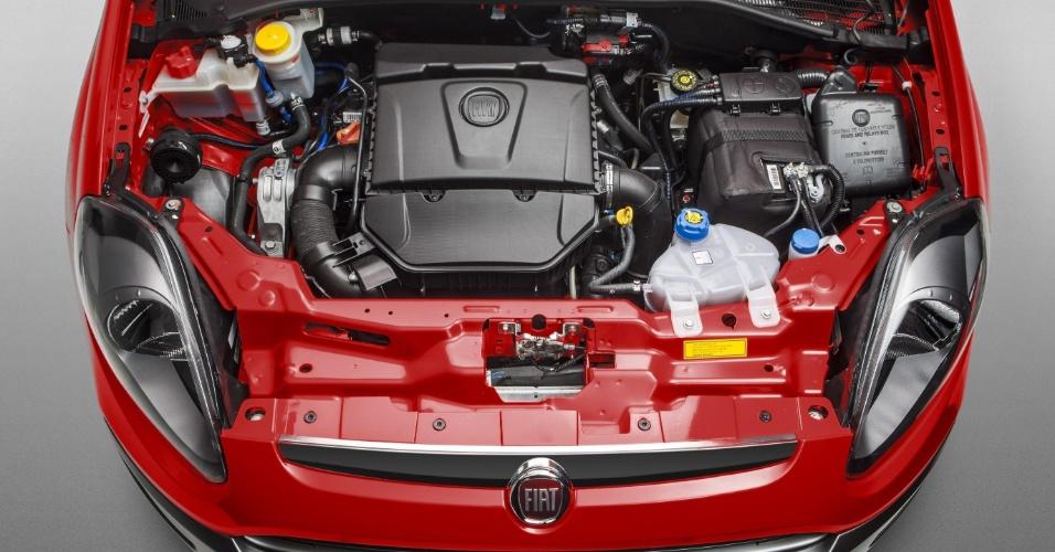 O Punto Sporting continua com o motor E-torq 1.8 de 132 cv e 18,9 kgfm de torque com etanol. Com gasolina, o motor rende 130 cv e 18,4 kgfm
