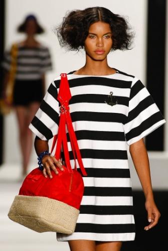 As fibras naturais apareceram em recortes das bolsas da New Order, no Fashion Rio