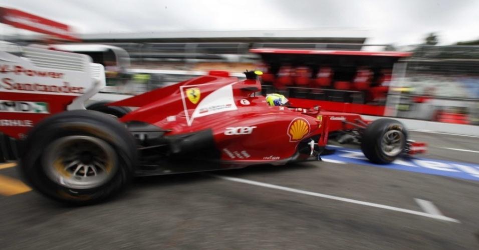 Ferrari de Felipe Massa deixa os boxes durante treinos livres para o GP da Alemanha